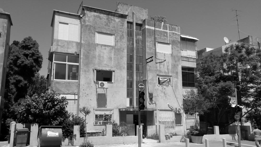 דירה בשכונת הדר המתפתחת בחיפה – שני חדרים רחבת ידיים
