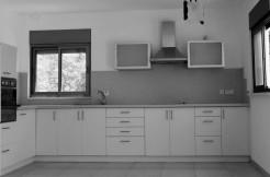 למכירה בבלעדיות, דירה במרכז הכרמל, חיפה – חמישה חדרים ויחידה נפרדת מרהיבה