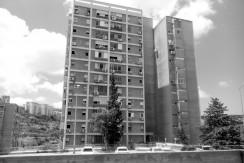 בבלעדיות, דירה בשכונת נווה שאנן, חיפה – שלושה חדרים נהדרת בקומה 10