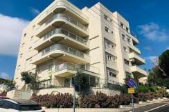 """פרויקט היוקרה מגידו 14, חיפה. דירת גן 152 מ""""ר במפלס אחד + 170 מ""""ר מרפסות + גינה."""