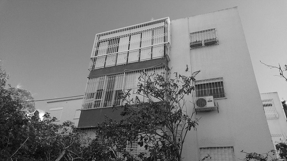 להשכרה דירת 2.5 חדרים עם מרפסות ענק. לב מרכז הכרמל, חיפה