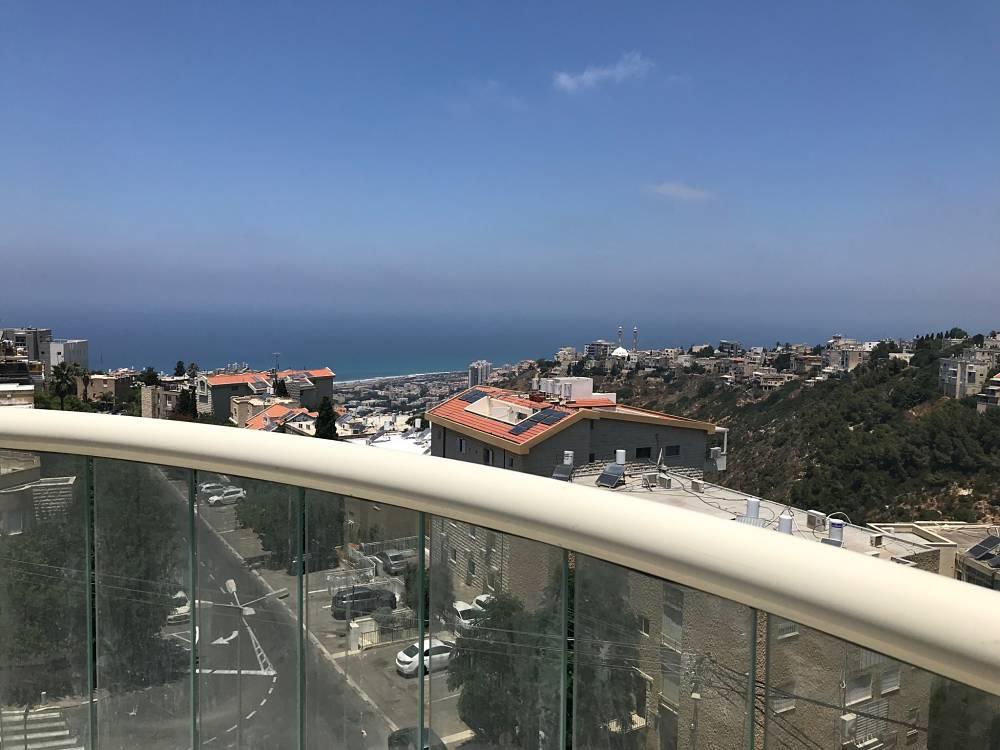 דירת הנוף האחרונה בפרויקט אלכסנדר ינאי 29 בכרמליה מוצעת למכירה. האכלוס מיידי!
