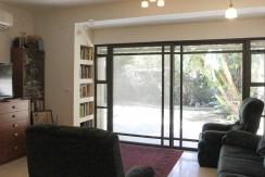 למכירה בבבלעדיות, במרכז כרמליה, חיפה – במיקום מעולה, דירת גן נהדרת