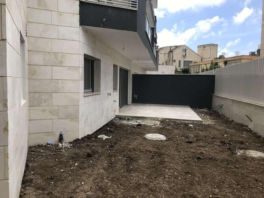 למכירה דירת הגן האחרונה בפרויקט פנינה בשמבור, הירקון 18. אכלוס מיידי.
