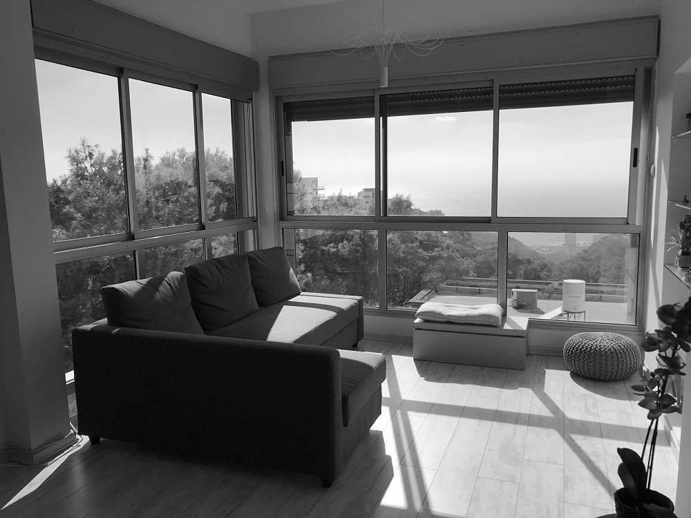 למכירה דירת נוף משגעת במיקום אדיר במרכז הכרמל – ברחוב הלוטוס!