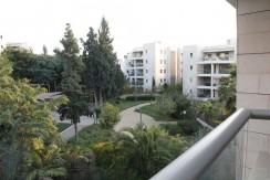 למכירה דירה מקסימה בהרצליה הצעירה, 4 חד' מפנקת עם נוף נהדר לגינה
