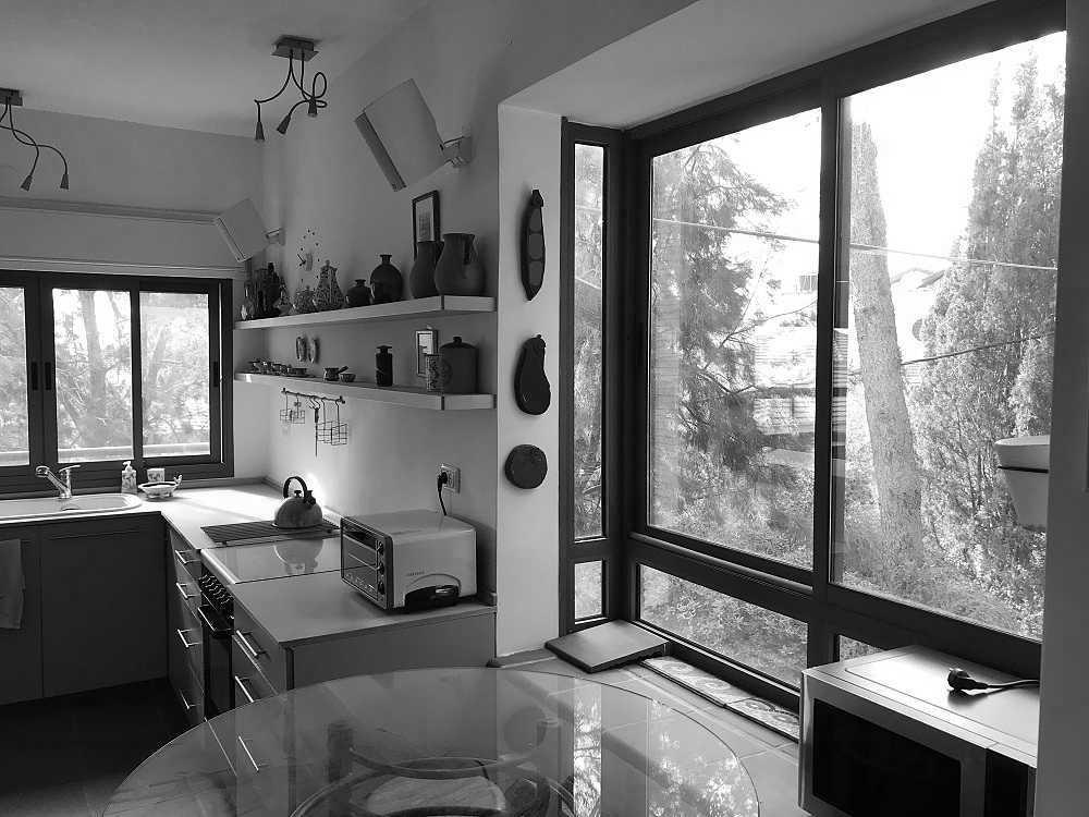 למכירה בבלעדיות, דירה בשמשון, בחלק העליון, שקטה, עורפית ומוארת