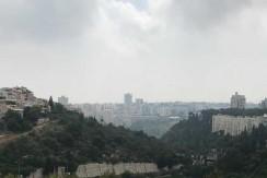 למכירה בבלעדיות, דירה בהראל, שכונת רוממה, שקטה, עורפית לנוף ומוארת