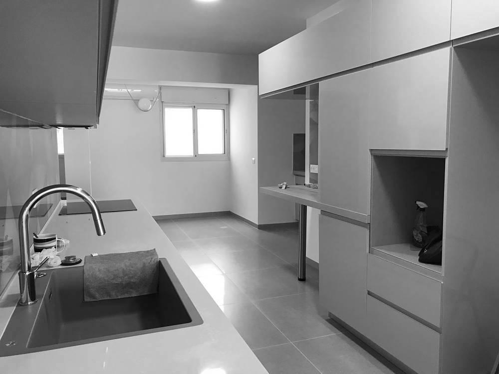 להשכרה בכרמליה בבניין חדש, מרווחת ויוקרתית