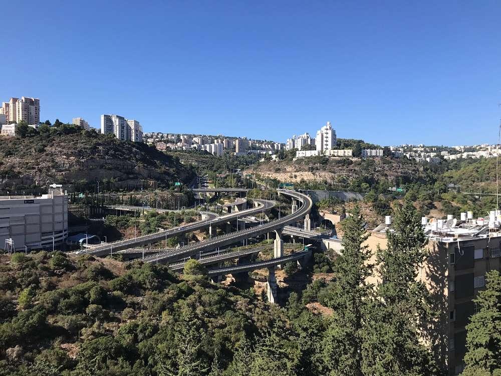 """להשכרה בלב נוה שאנן, חיפה, בסילבר, עם נוף והרבה שקט. 2750 ש""""ח!"""